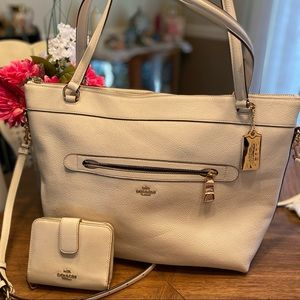 COACH Tyler tote in Pebble Leather crossbody strap